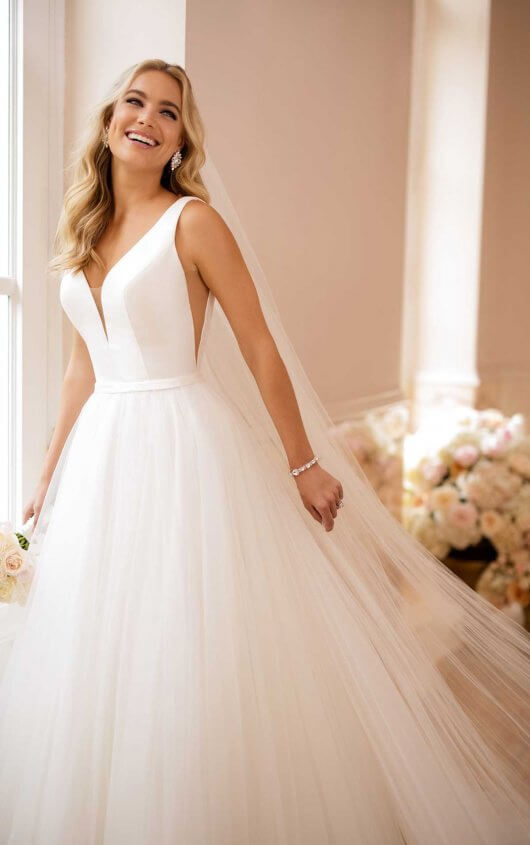 d5c81b21 Minimal, yet chic and utterly amazing, this simple wedding dress with  V-neckline from designer St..