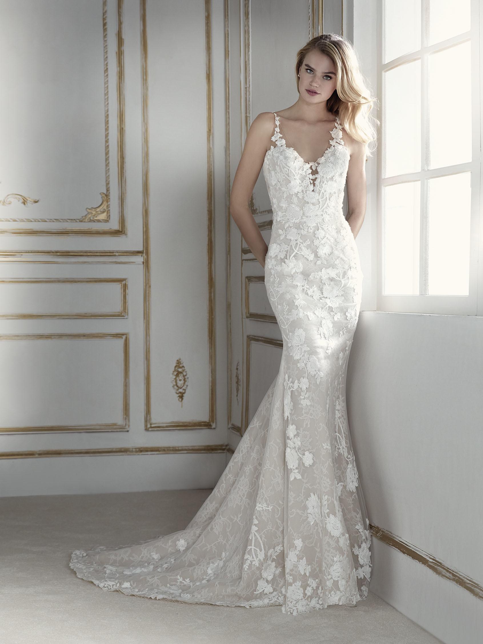 40f54300e293 The fabric is the star of this romantic mermaid wedding dress. A  figure-hugging dress that styliz.