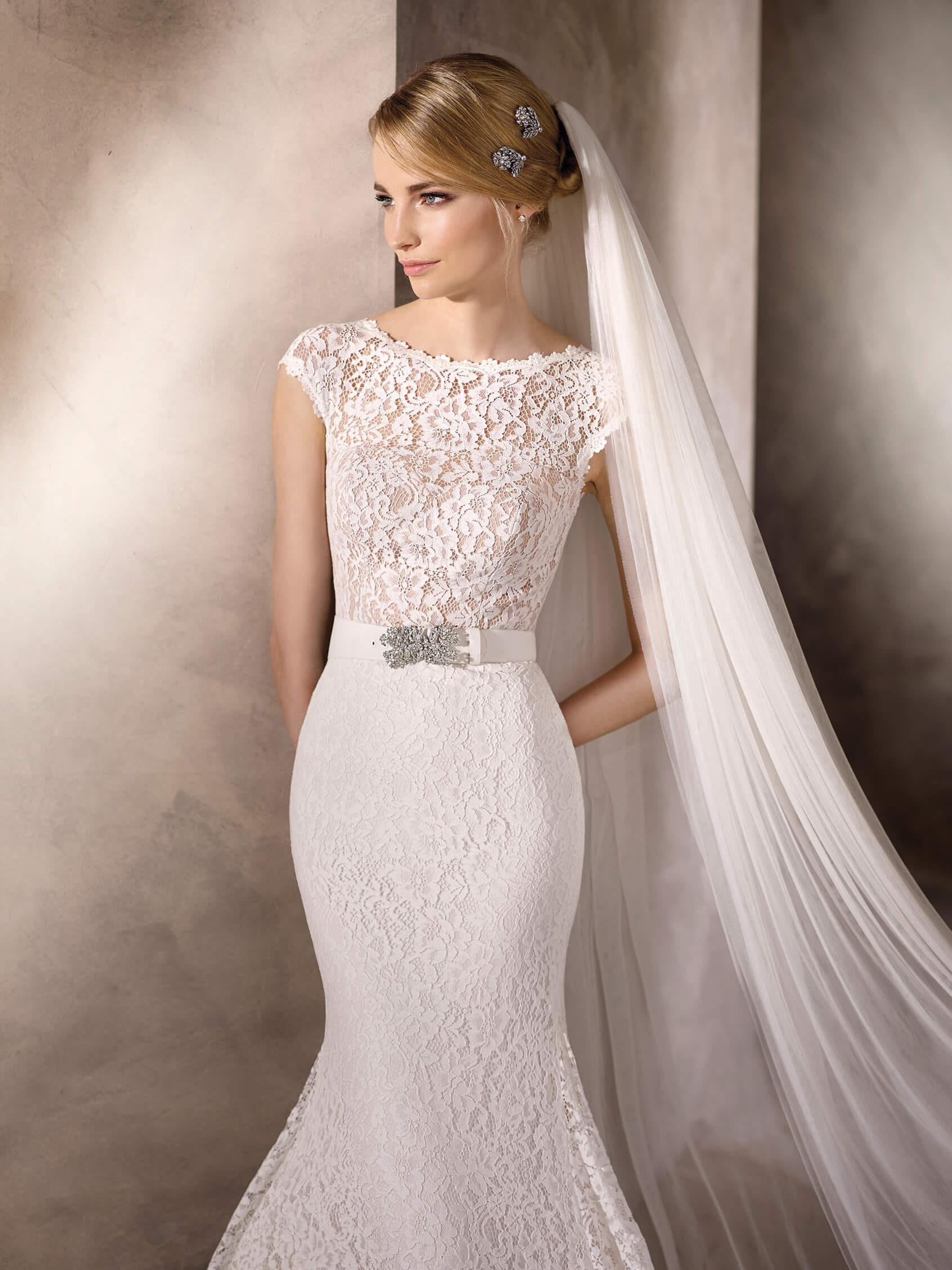 3bd1250d3b72 Sophisticated mermaid wedding dress with bateau neckline in lace. It can  also be teamed with a si.